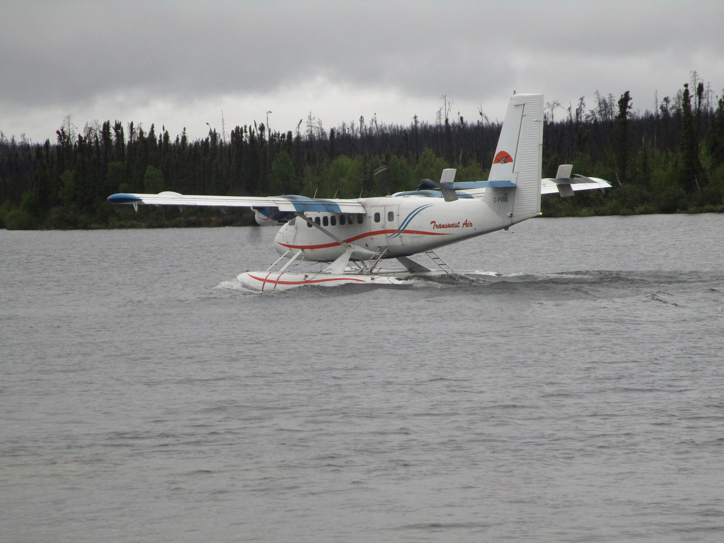 float-plane-taxiing